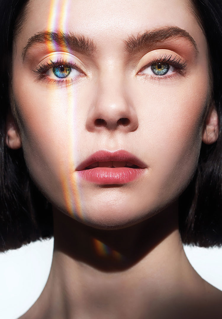 beauty makeuo with warm color palette