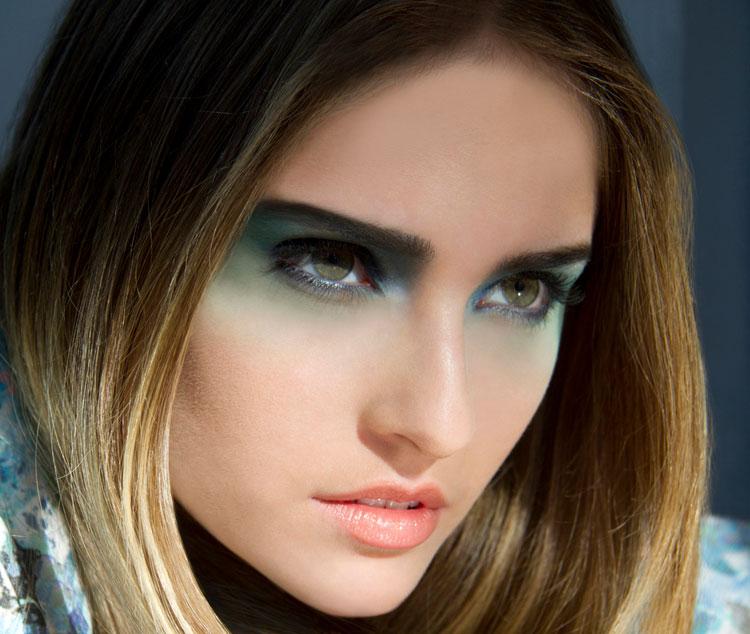 blue eye shadow makeup look