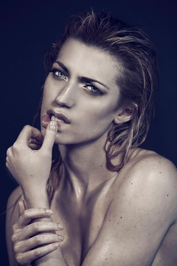 grunge beauty makeup on model with wet hair look