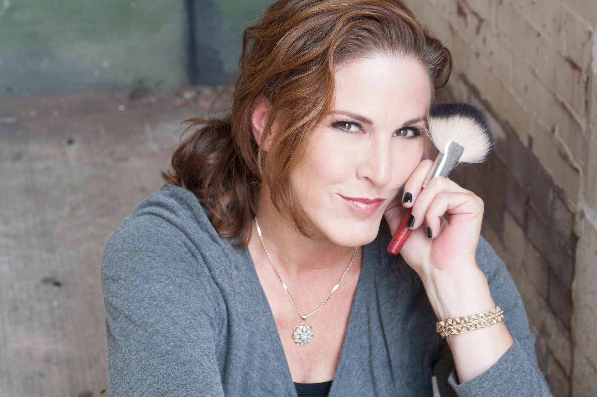 Traci Fine of Fine Makeup Art & Associates is a Chicago makeup artist that specializes in makeup for photo, television, and event.